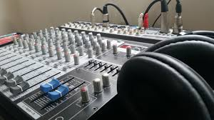 analog vs digital live sound mixing consoles what 39 s the difference. Black Bedroom Furniture Sets. Home Design Ideas