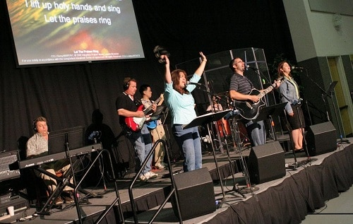 picture of church worship band